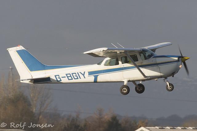 G-BGIY Cessna F172N Skyhawk Leading Edge Flight Training Glasgow airport EGPF 27.11-16