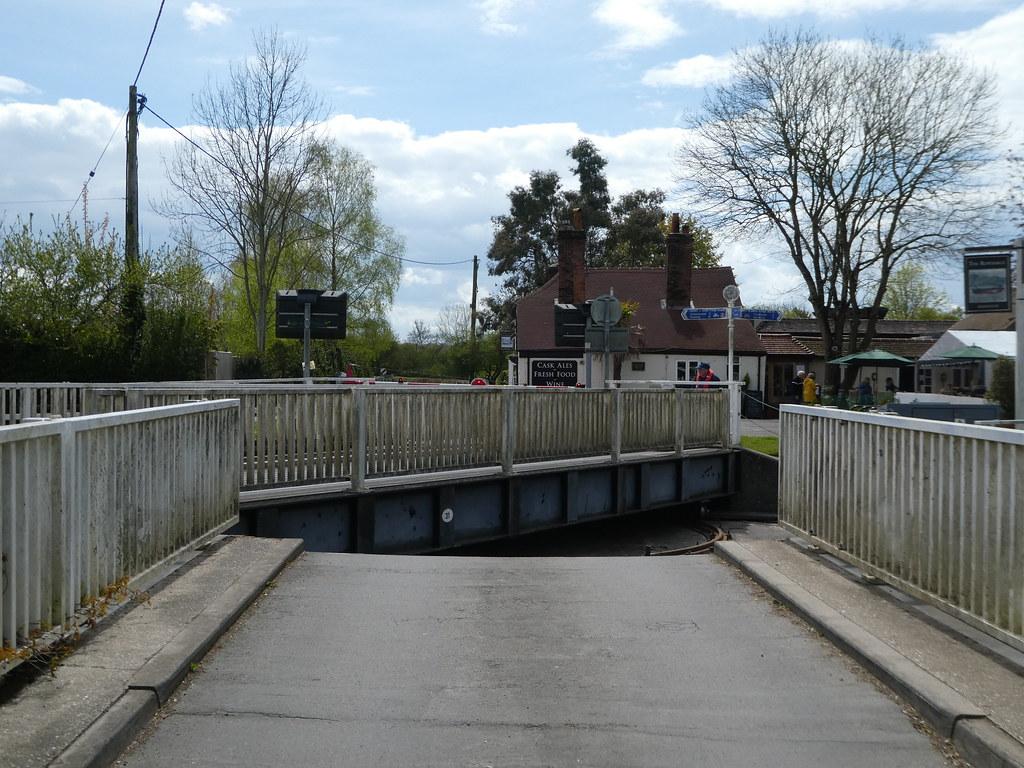Swing bridge at Woolhampton, West Berkshire