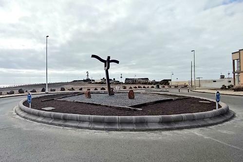 Arinagua, la escultura de Salvador Gil, tras volver a ser instalada en Arinaga