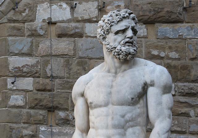 Ercole e Caco (1530-34) - Baccio Bandinelli (1488-1560) marmo bianco altezza 505 cm - Piazza della Signoria Firenze
