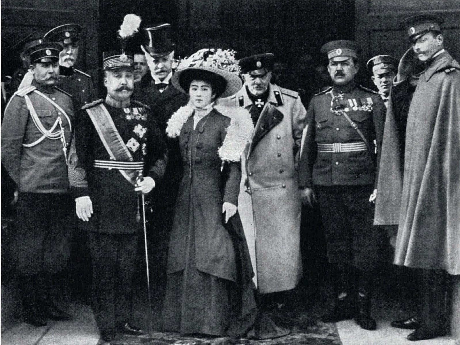 1909. Японский принц Ишимото с супругой в Петропавловском соборе. 6 мая