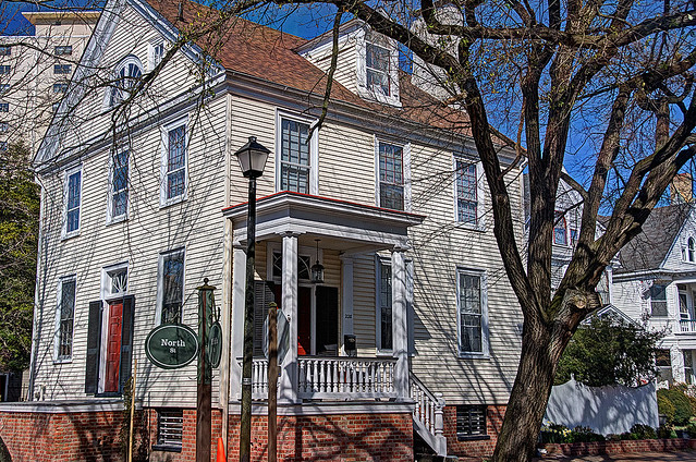 Colonial Houses 1