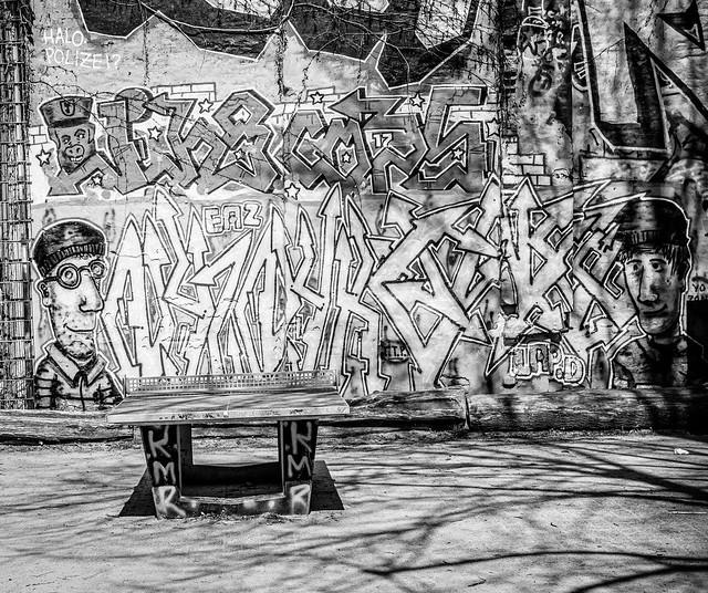 Tischtennisplatte im Viertel.jpg