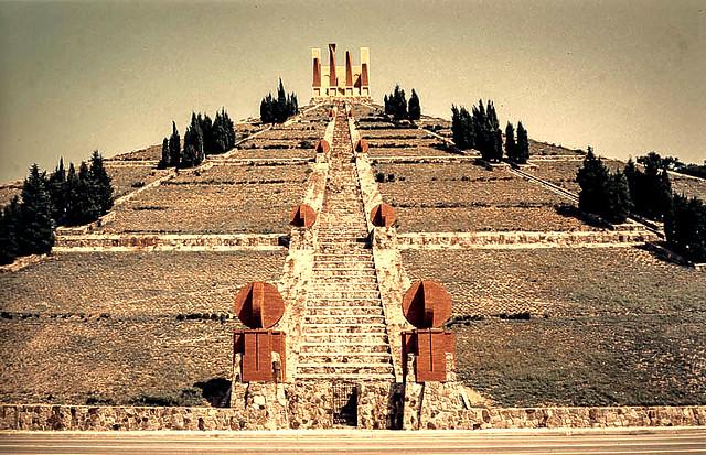 Pyramide Bofill
