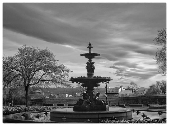 Fontaine de Tourny..........