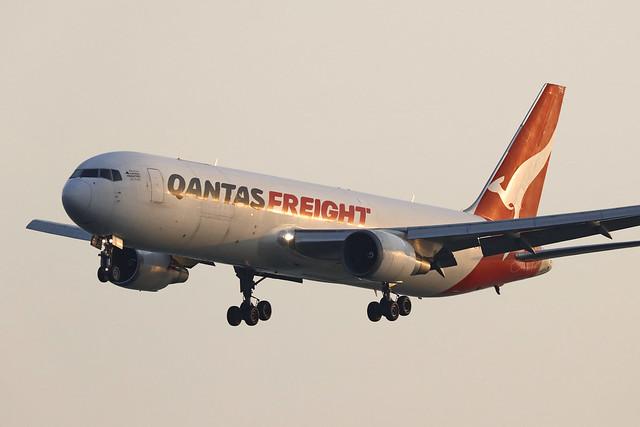 VH-EFR, Boeing 767-300F, Qantas Freight, Hong Kong