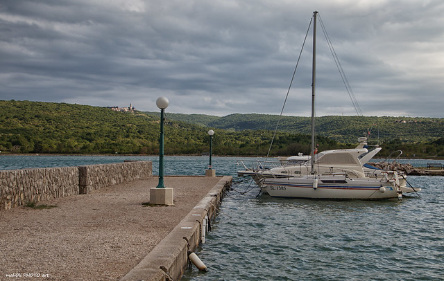 Čižići, port for small boats