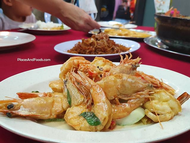 Restaurant Kari Ikan Liew broga salted egg prawns