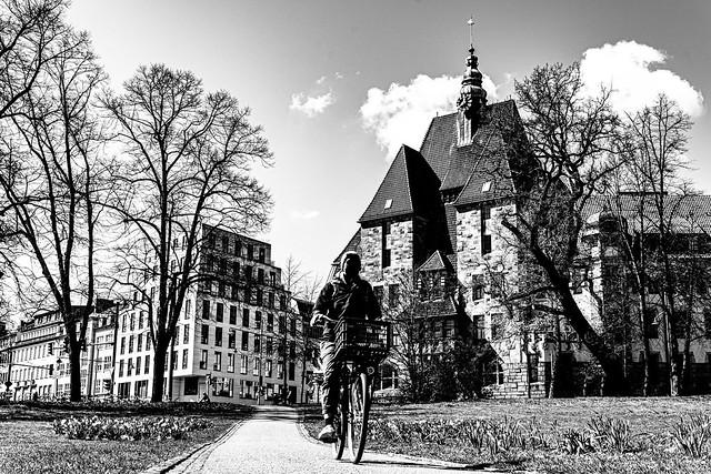 Radfahrer Stadtbibliothek.jpg