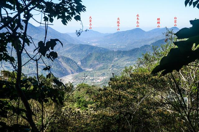 塔羅留農路梅園(H 1075 m)西南望群山 2