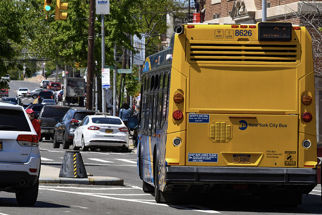 MTA, Bronx Chamber Of Commerce Join Forces to Tout Benefits of Bus Use, Support for Local Small Business