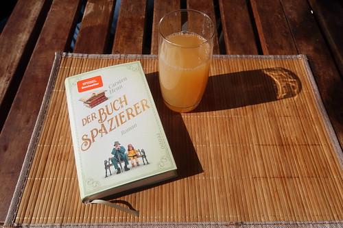 """Apfelsaft zum Beginn der Lektüre des Romans """"Der Buchspazierer"""""""