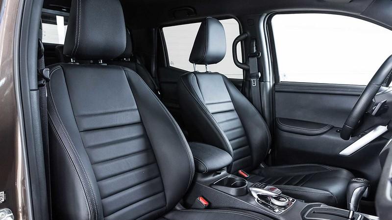 mercedes-benz-x-class-six-wheeler-front-seats