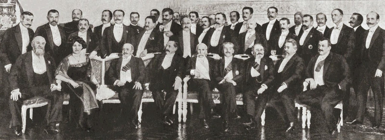 1910. Члены российской и французской законодательных палат на обеде у посла Франции