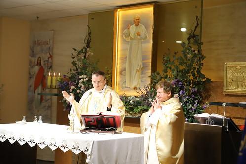 Msza św. w kaplicy lotniska im. Jana Pawła II