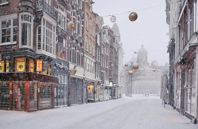 Lost tourists in the white and lockdown world of Amsterdam