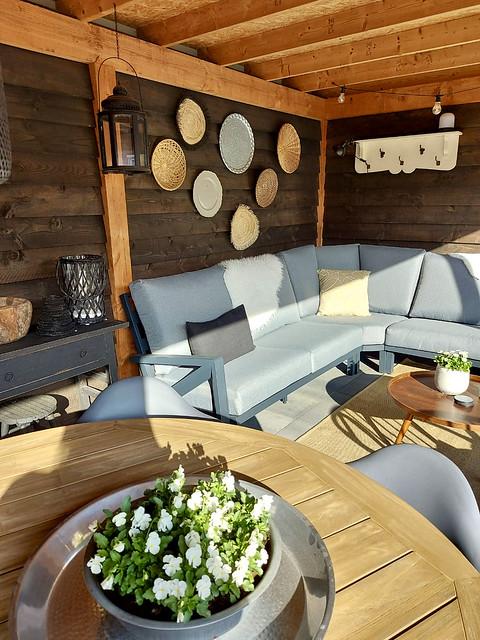 Rieten manden borden wand overkapping grijze loungeset