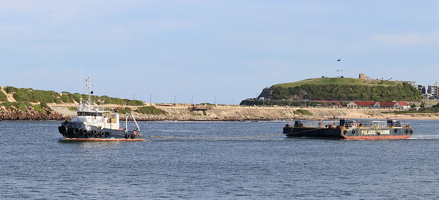 TUG 'LEADERS CREEK' TOWING BARGE 'P.M. MELBOURNE' TOWARD THE NEWCASTLE HARBOUR ENTRANCE 8th May 2021.