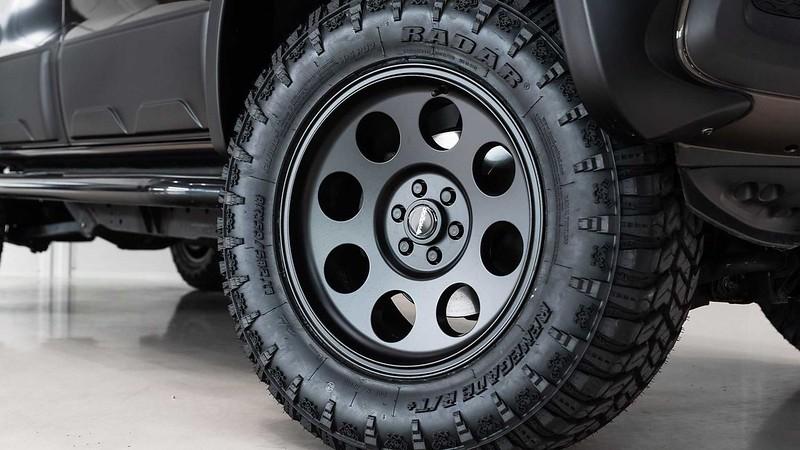 mercedes-benz-x-class-six-wheeler-wheels