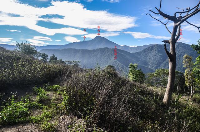 塔羅留農路(H 984 m)東南望溪南山、石山 1