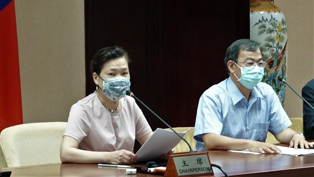 (左起)經濟部長王美花、台電總經理鍾炳利。孫文臨攝