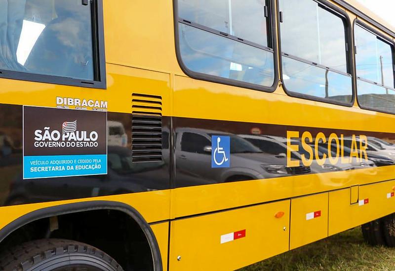 Distribuição de ônibus escolares para prefeituras do Interior do Estado de São Paulo, assinatura de autorizo de início das obras da Rodovia Mário Donegá (SP-291)