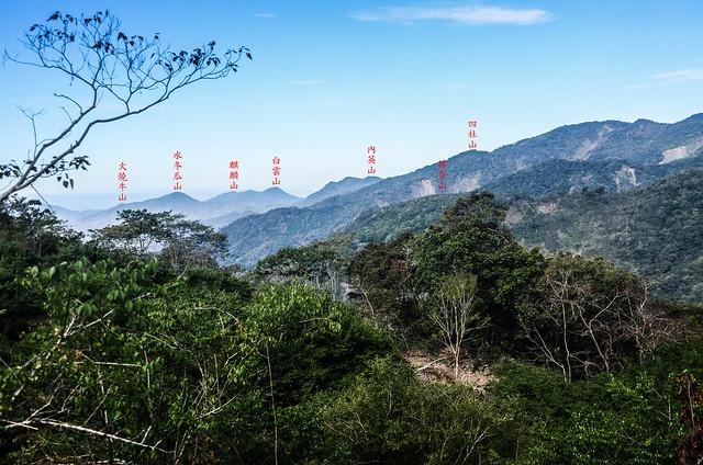 塔羅留農路梅園(H 1075 m)西南望群山 1