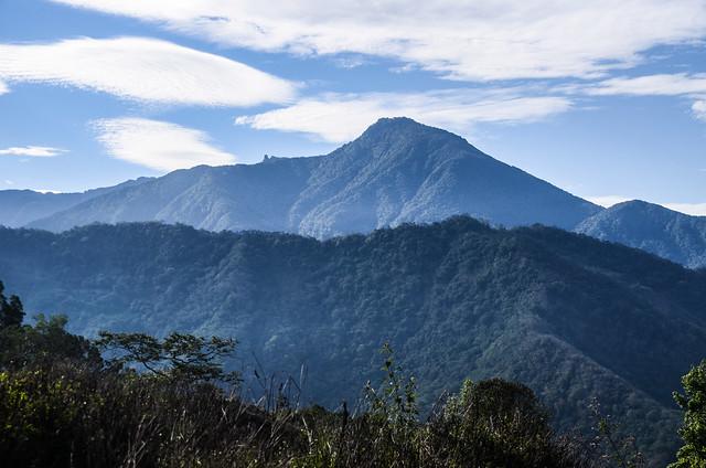 塔羅留農路(H 984 m)東南望溪南山、石山 2