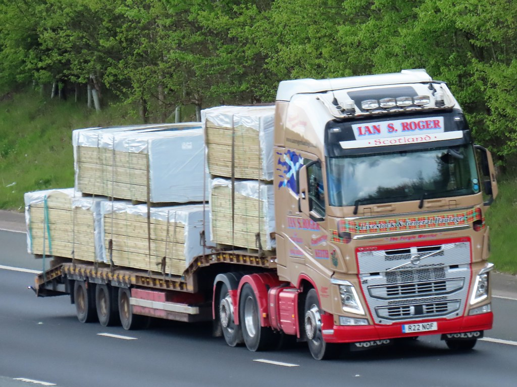 Ian S Roger, Volvo FH (R22NOF) On The A1M Northbound