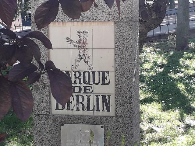 Plaque  of Bear,   Parque  de Berlin, Ciudad Jardin, Madrid