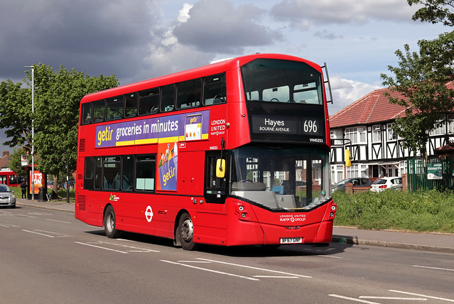 Route 696, London United, VH45251, BF67GNP