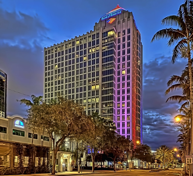 Bank of America Plaza, 401 East Las Olas Boulevard Fort Lauderdale, Florida, USA / Built: 2002 / Architect: Cooper Carry, Inc. / Height: 265 ft / Floors: 23 / Building Usage: Commercial Office / Architectural Style: Postmodernism