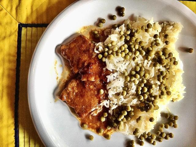 Naturschnitzel (Kalb) und Reis mit Erbsen (Risibisi)