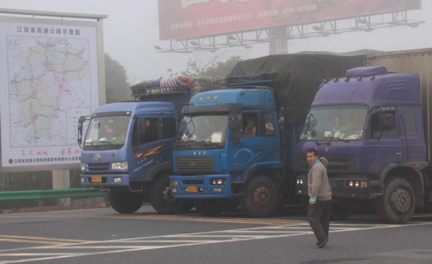 คนทำงานขับรถบรรทุกในจีน เผชิญปัญหาจากความผิดพลาดของระบบ GPS ที่รัฐใช้ควบคุม