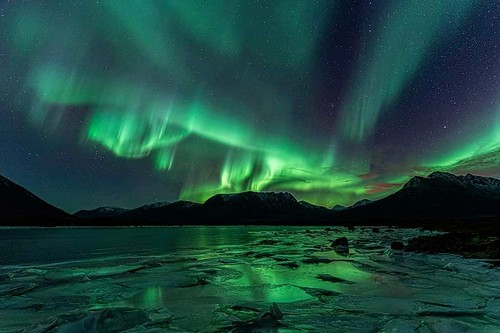 The shapes of the magical northern lights. Photographer Benny Høynes