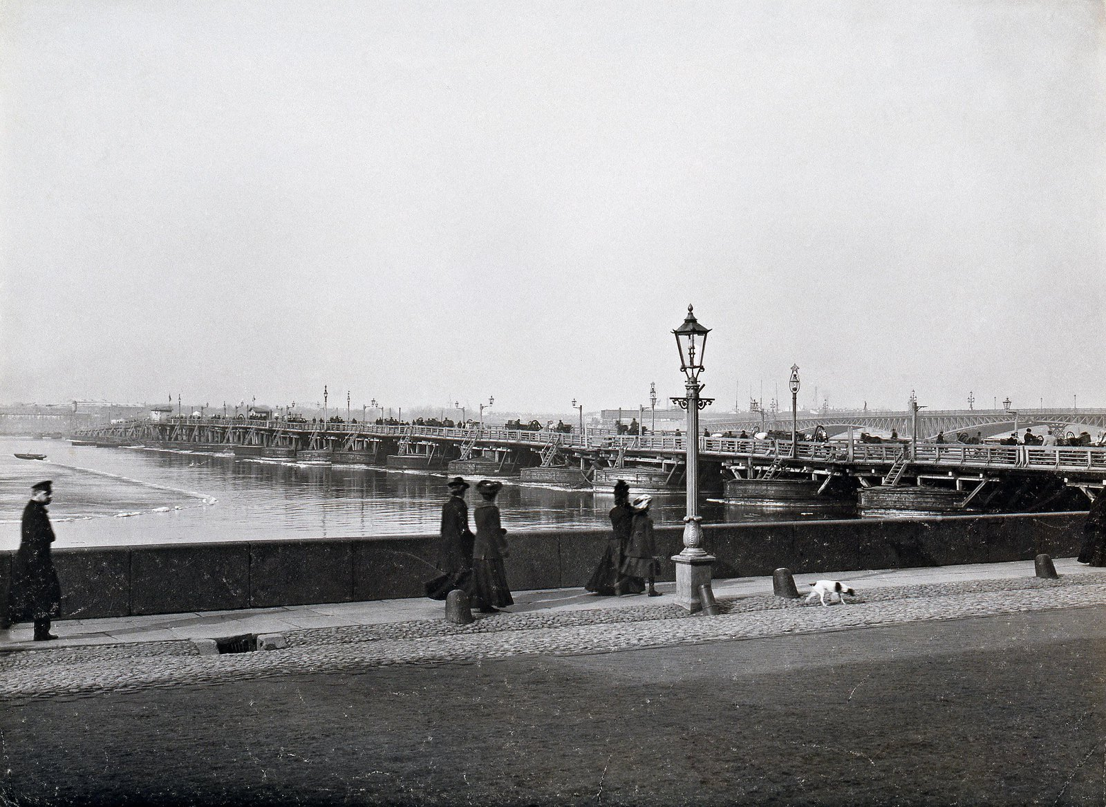 1903. Набережная Невы у строящегося Троицкого моста
