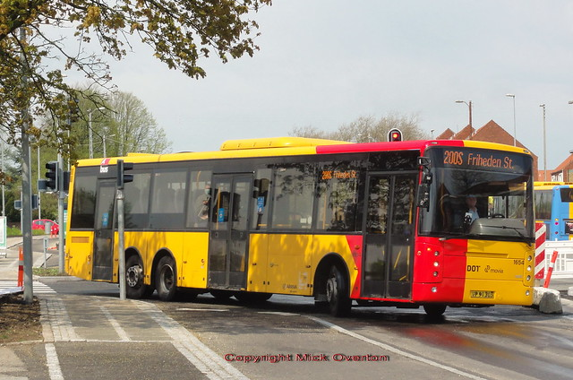 Shortage of serviceable buses sees 2007 Volvo B12BLE Arriva 1654 with newly applied red corners for route 7A work the 200S