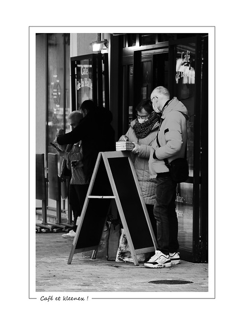 Café and kleenex ! / Café et kleenex !