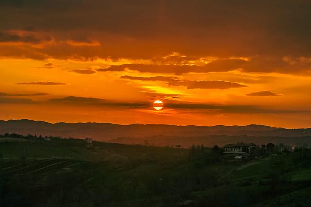 Il sole con il suo splendore illumina tutto,della gloria del Signore è piena la sua opera.(Siracide 42,16)