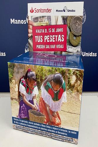 Cartel de la campaña del Banco Santander y Manos Unidas
