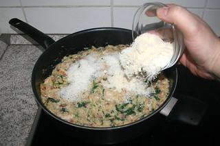 27 - Add parmesan / Parmesan addieren