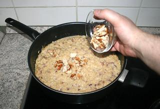 24 - Put chicken back in pan / Hähnchenwürfel wieder in Pfanne geben