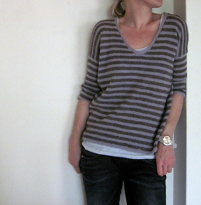 An older pattern for a striped sweater but still wildly popular is ...a hint of summer by Isabell Kraemer!