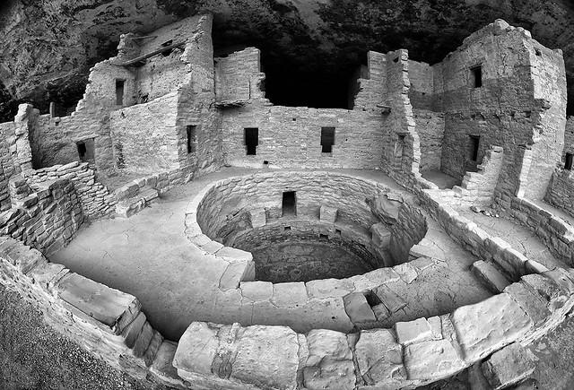 Ancestral Puebloan cliff dwelling. Mesa Verde, Colorado (5744)