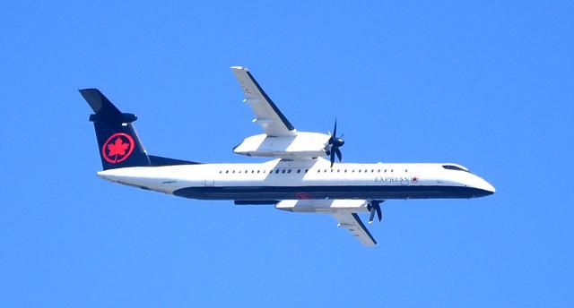 Air Canada, Express,  C-GSJZ