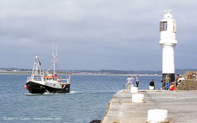COR_0987 - Bringing Home The Catch - Lighthouse Pier - Penzance