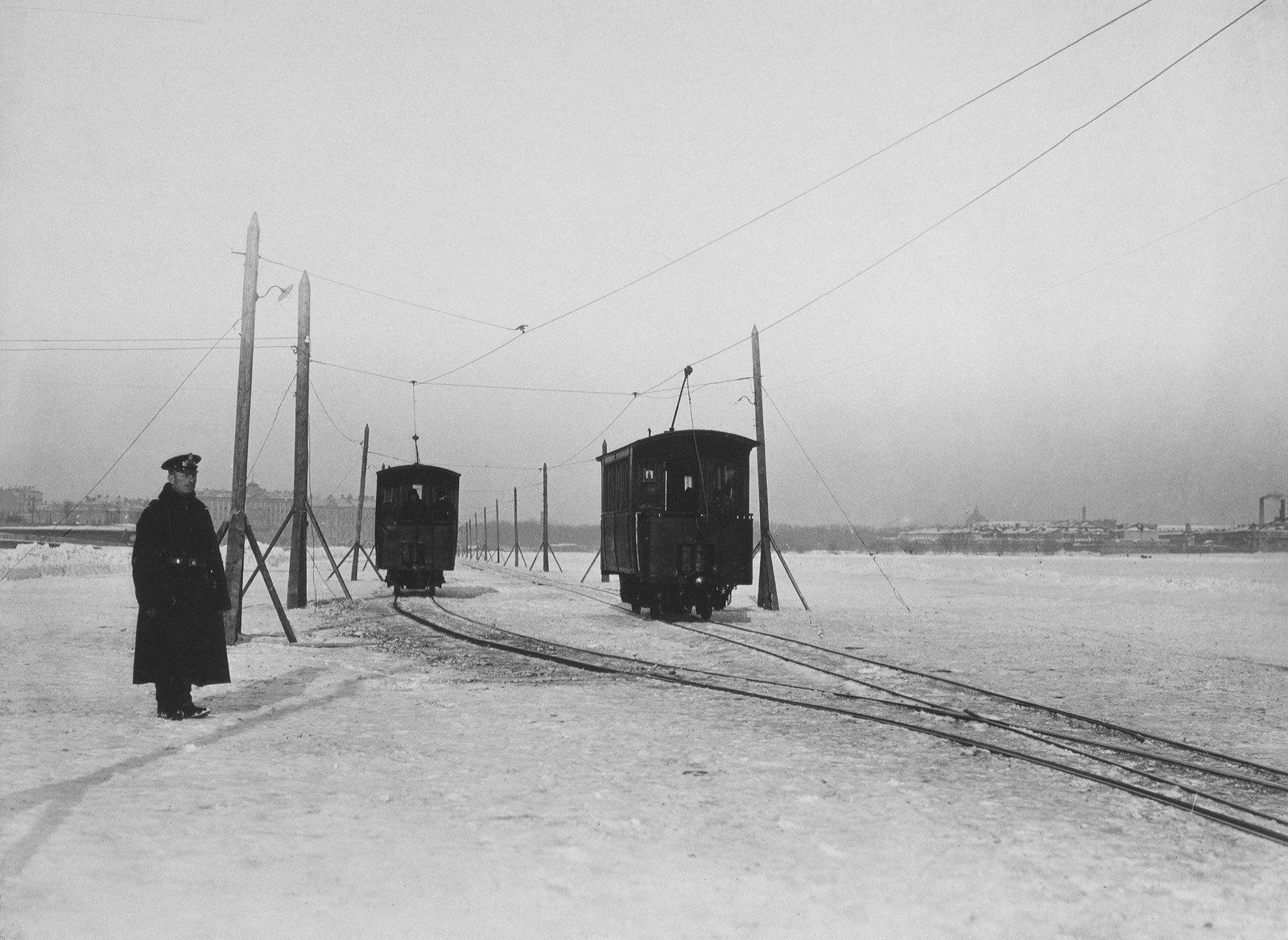 1900-е. Зимний трамвай на Неве.