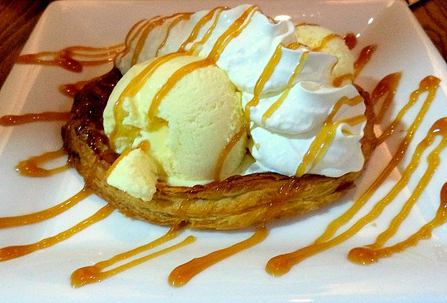 Sliced Apples on Pastry Base with Vanilla Ice Cream & Whipped Cream