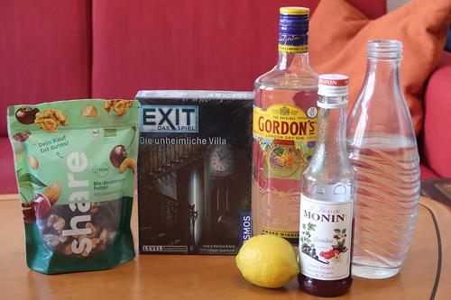 """Zutaten für Red Lady Cocktail, Studentenfutter und Escape Game """"Exit – Das Spiel: Die unheimliche Villa"""""""