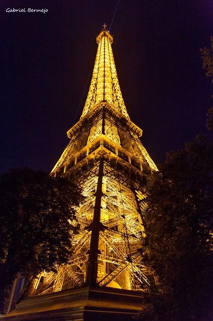 Dorado y negro - París